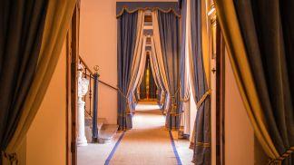 son-net-hallways