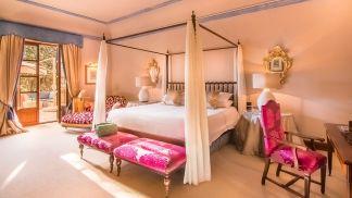 son-net-royal-suite-bed-2